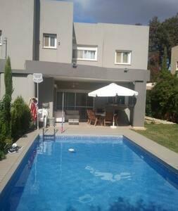 Modern Villa with Swimming Pool - Tel Mond - 獨棟