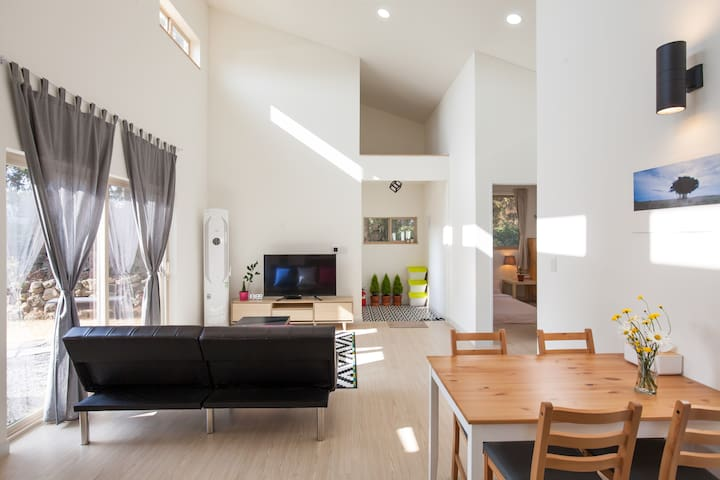 private & modern 2 bedroom house in Seogwipo