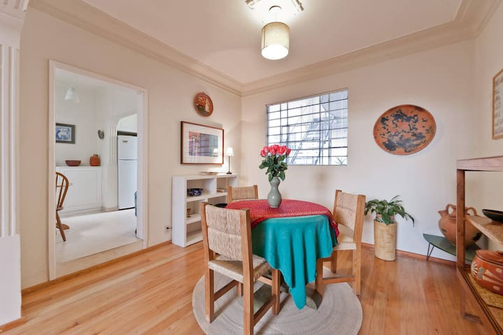 Beautiful & cozy vintage apt. in the BEST LOCATION