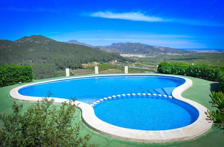 Acogedor bungalow. A/A, piscina comunitaria, wifi