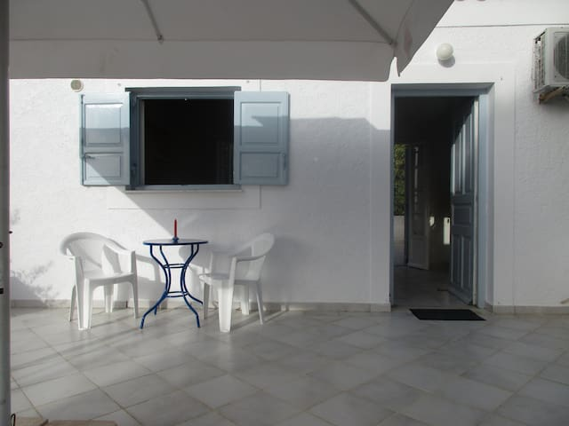 SPETSES CLOSE TO THE BEACH AND ANARGIRIOS SCHOOL - Spetses - Apartamento