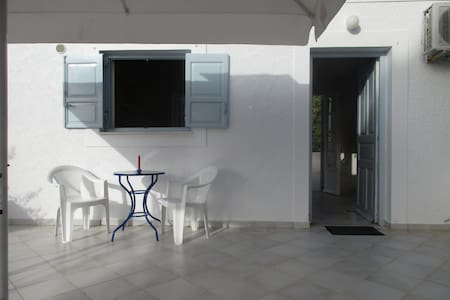 SPETSES CLOSE TO THE BEACH AND ANARGIRIOS SCHOOL - Spetses