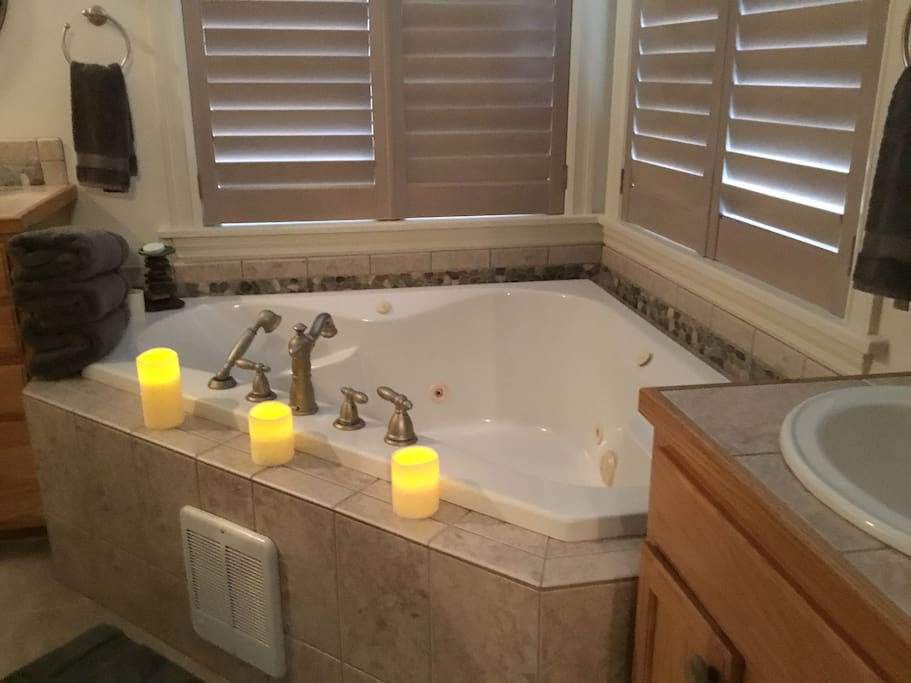 Aspen Suite jetted tub