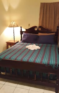 Private Room Situated Near Town! - Bed & Breakfast