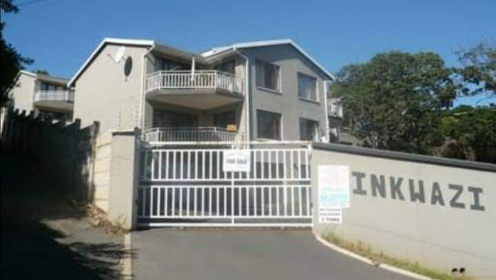 Walking distance to the beach. Very close to shops