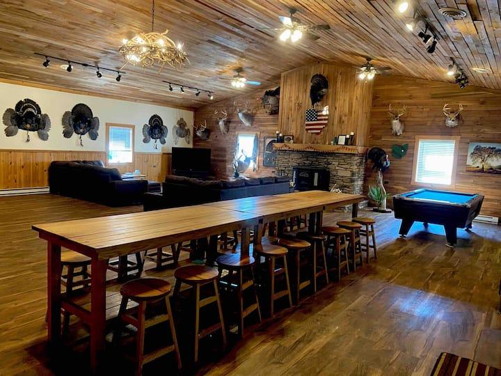 Spacious Remote Hunting Lodge in Coshocton County!