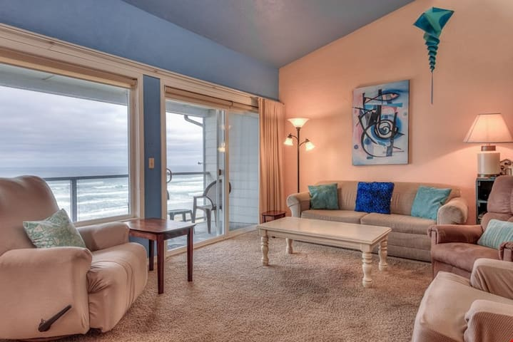 Nye Sands Condo - Breathtaking Views From this Condo Sweep North to Yaquina Head Lighthouse!