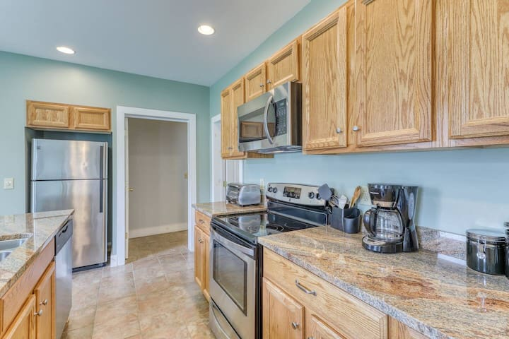 Updated 2-bedroom condo just 10 minutes from Okemo