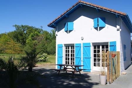 maison charmante à côté du lac d'Azur - Dům
