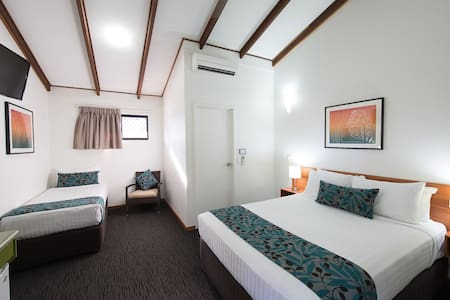 Standard Hotel Room - Darwin - Outro