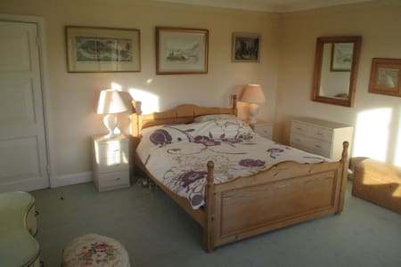 Ensuite bedroom in comfy farmhouse - Ashorne - Inap sarapan