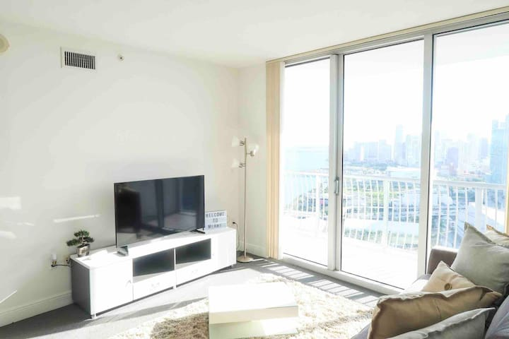 Opera Tower Large1bd 45th floor with Bay View