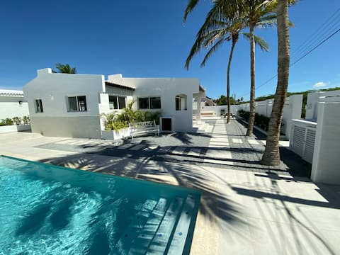 Movida Inn Aruba-White DELUXE STEPS from PalmBeach