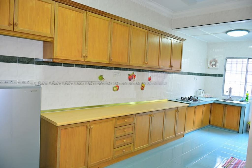 *Wide space of kitchen. *Refrigerator ready to be used.
