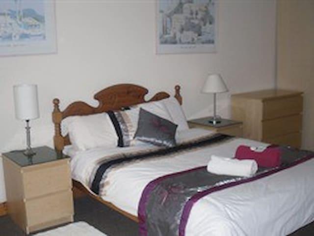 Double Ensuite Economy room Llanion Lodge - Pembroke Dock - Bed & Breakfast