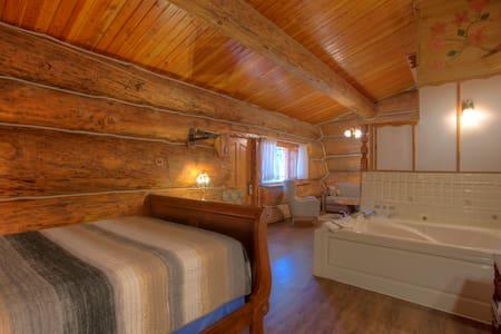Jacuzzi Queen suite cabin w/mineral water