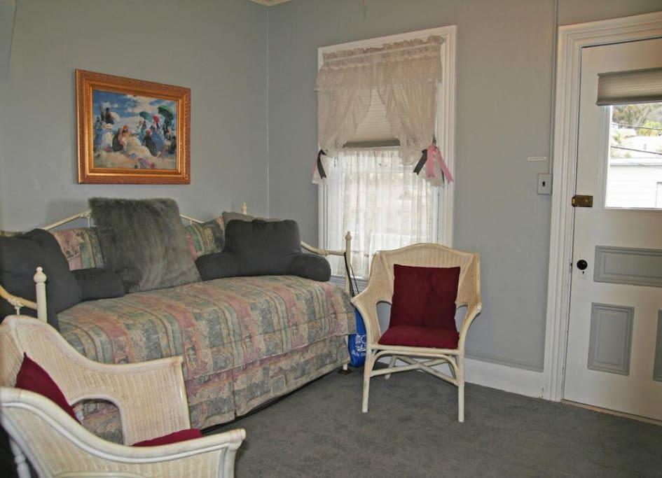 3-216 Whittley B_main room_0005