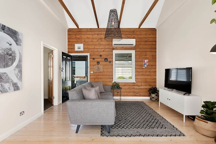 ★ Luxury Geelong West Cottage ★ Walk Everywhere ★