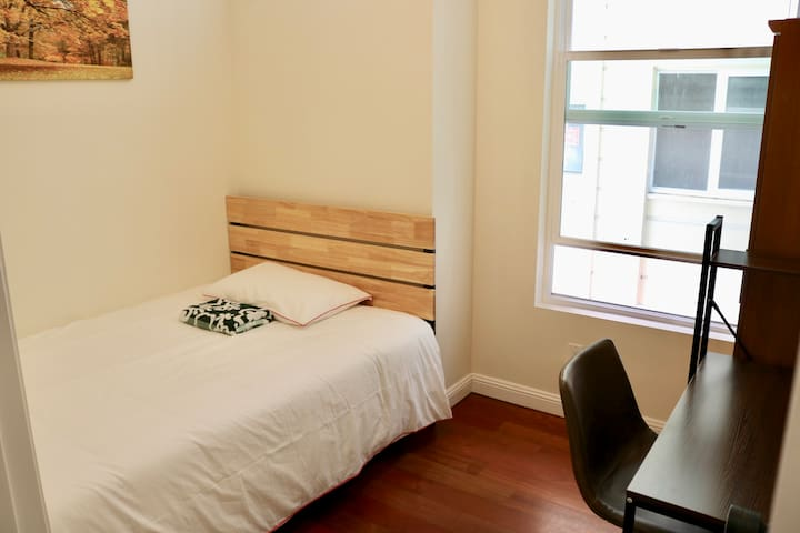 #F43: Private room in Lower Haight @hacknsleep