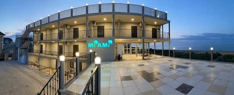 Отель МАЙАМИ рад приветствовать своих гостей.