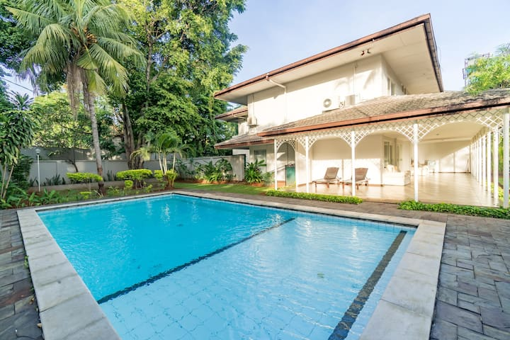 Tranquil Classic Spacious Villa in Pejaten #J