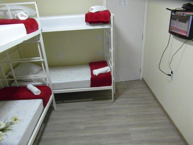 Ótimo quarto, 4 pessoas, melhor localização de Bsb