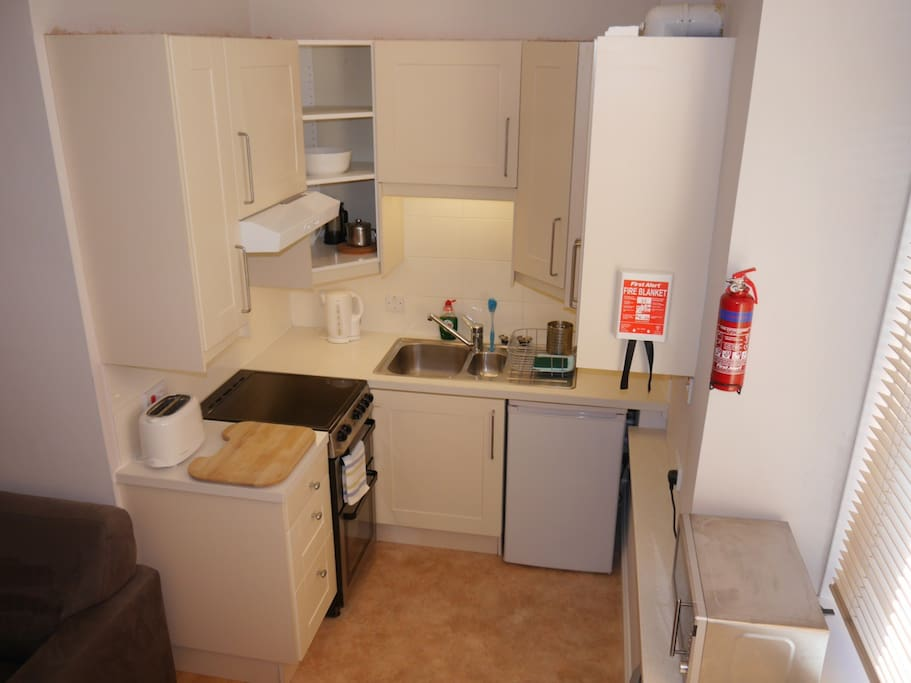 Well equipped kitchen with fridge, cooker, microwave