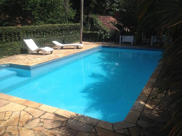 Linda chácara/chalé/piscina/lareira/horta/1 h. SP