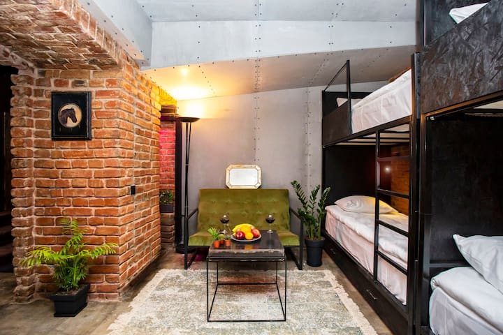 🌕111 Hostel - Cool & Cozy Loft-Style Space🌕