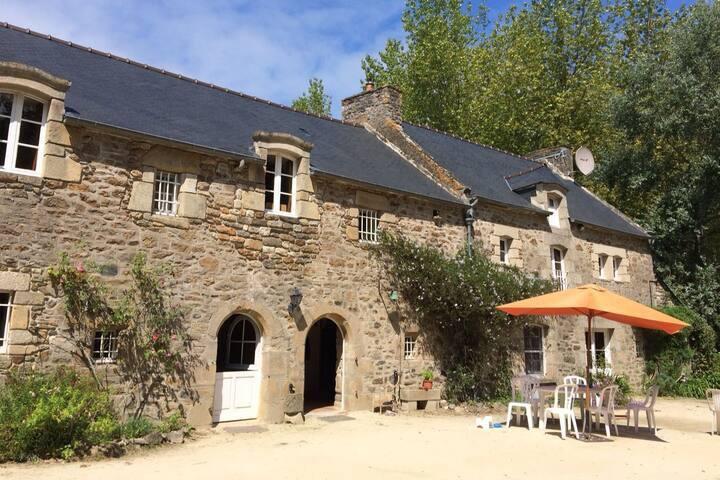 Authentique longère bretonne campagne proche mer