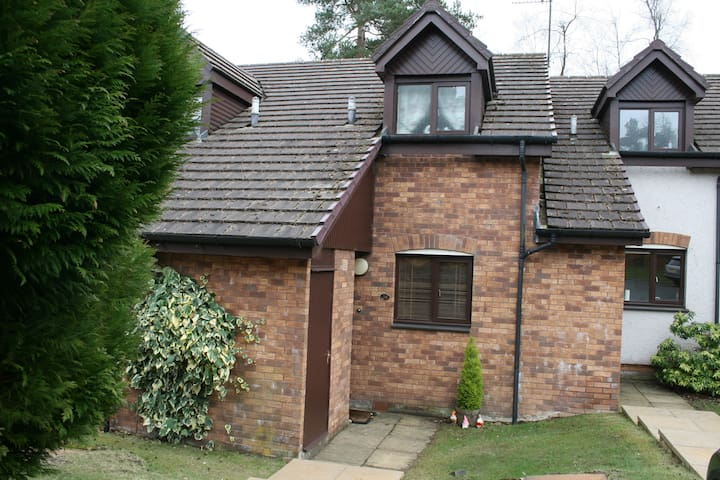 38 DUNBAR COURT . GLENEAGLES - Perth and Kinross - House