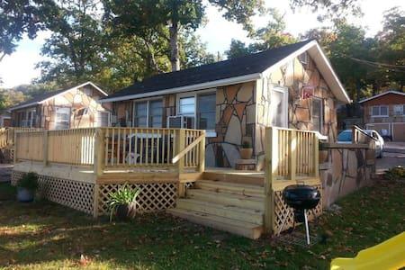 Rustic Stone Cabin 2 - Camdenton - Zomerhuis/Cottage