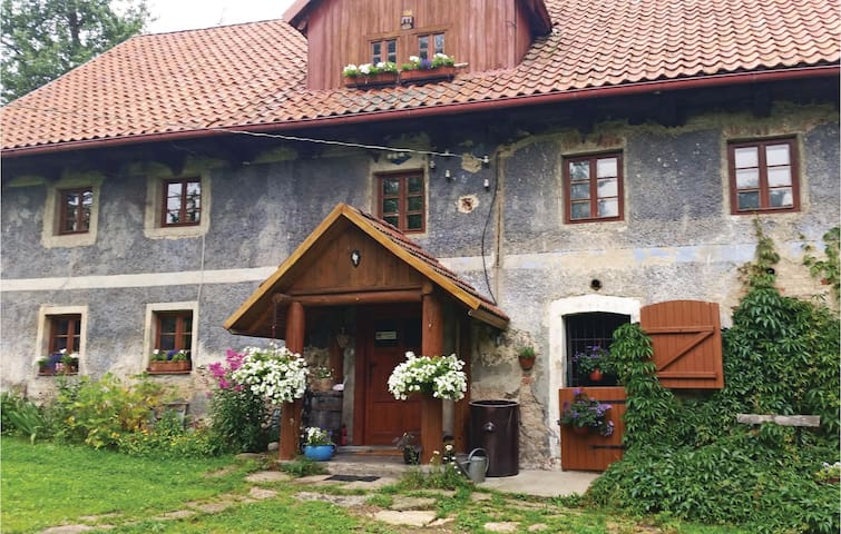 Holiday cottage with 2 bedrooms on 120 m² in Lubomierz