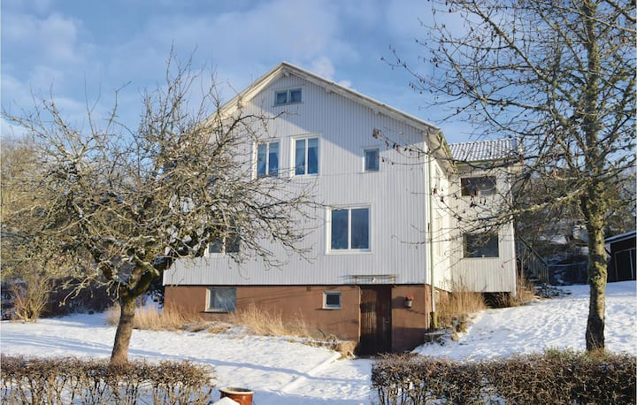 Beautiful home in Uddevalla with WiFi and 3 Bedrooms