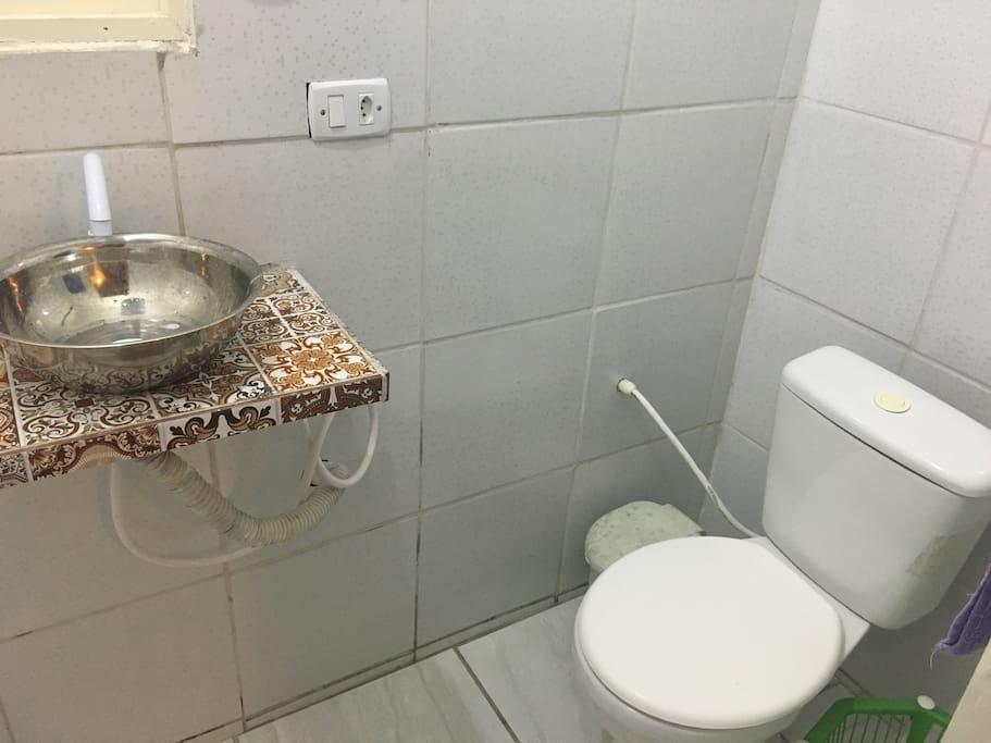 A casa possui três banheiros