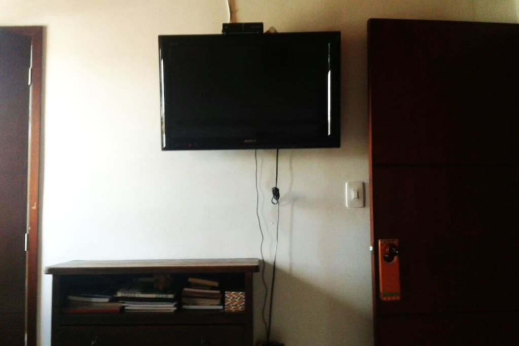 TV y comoda especial para su equipaje//Tv Plasma and special wardrobe for your stuff
