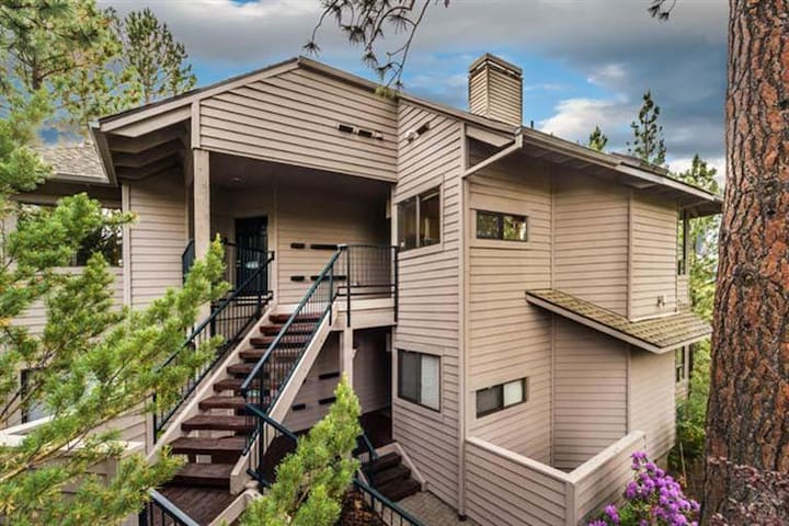 Executive suite in Mount Bachelor Village