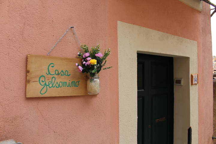 Casa Gelsomino, in the heart of a medieval village