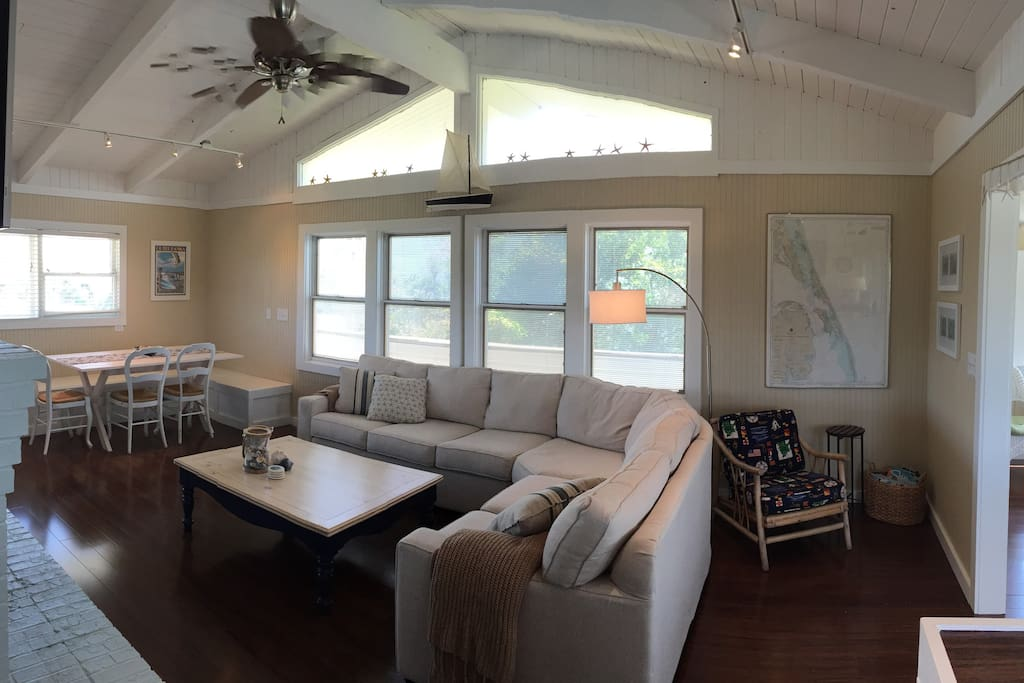 Main room with breakfast nook.
