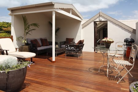 Studio room with private deck - Hermanus