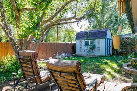 Charming Mtn View Getaway ✦Yard | Patio | Hwy 89