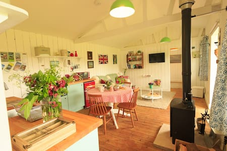 Wooden cabin with hot tub, gorgeous West Somerset - Brompton Ralph