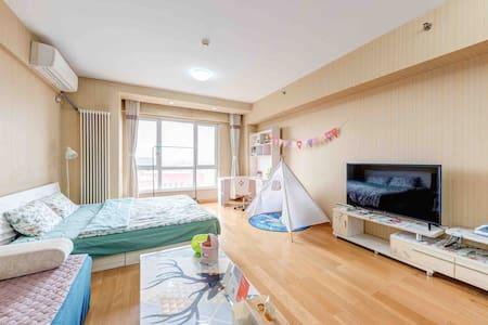 【唯美佳园10】京东总部对面锋创园区,靠近亦庄经海路地铁站,55平大床公寓,阳光满屋,给您家的享受。