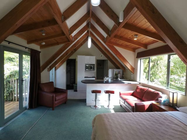 Quinns Studio - Cosy and Private with Great Views