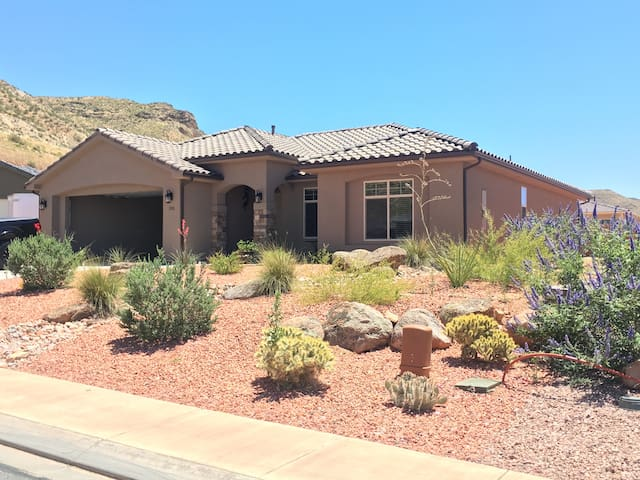 The Bears Den in Zion View Estates