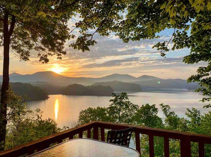 Lakefront Retreat in The Smokey Mountains