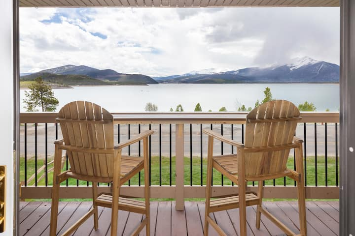 Lakeside w/ Mtn Views, Easy Access to Ski & Sport