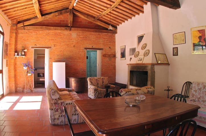 2 Tuscan houses with garden and swimming pools