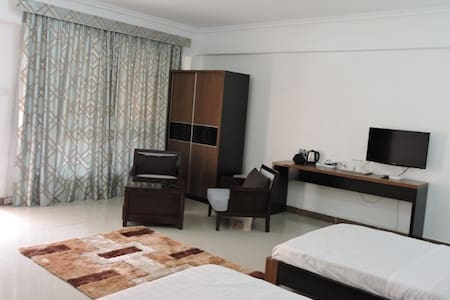 Affordable Executive Rooms at Sky Hotel Nairobi - Nairobi - Bed & Breakfast