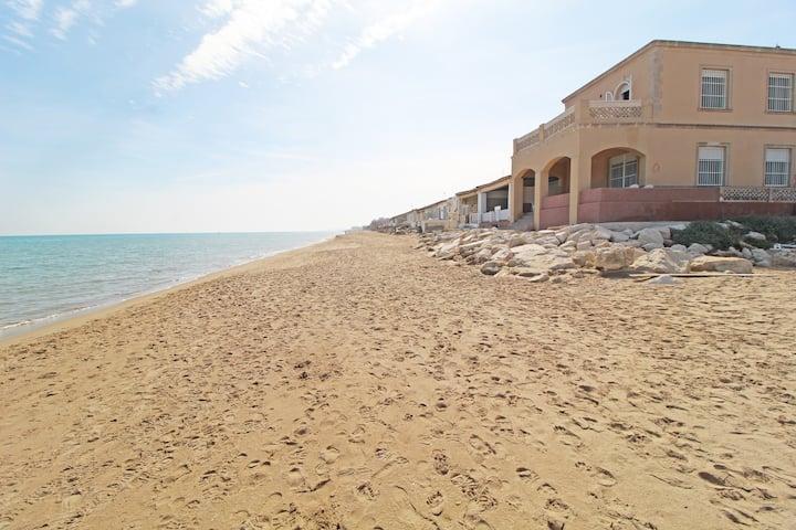 Villa Babilonia: casa en 1ª línea de playa